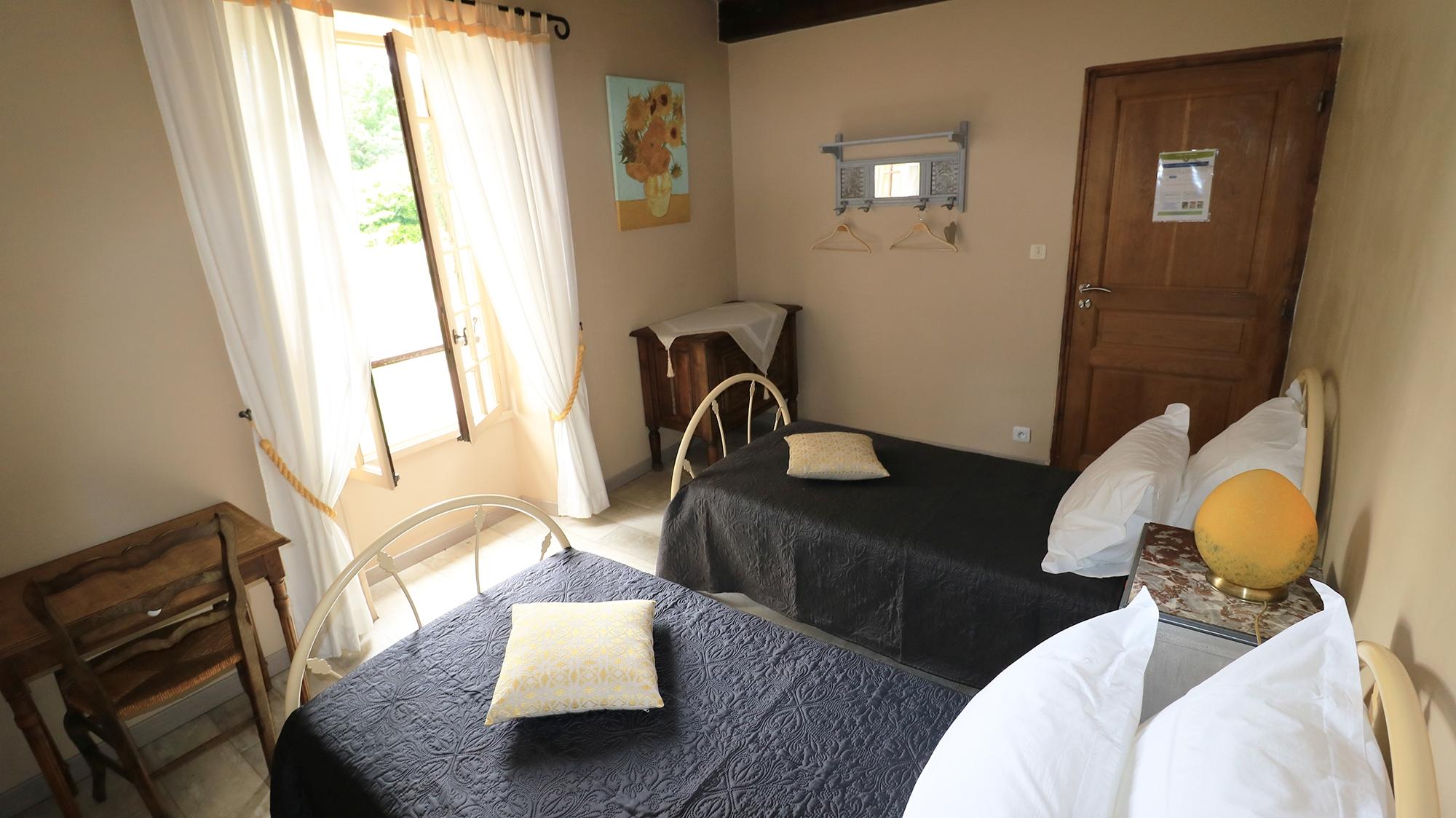 Suite Chambre d'hotes Les Tournesols Montaigu De Quercy La Quercynoise